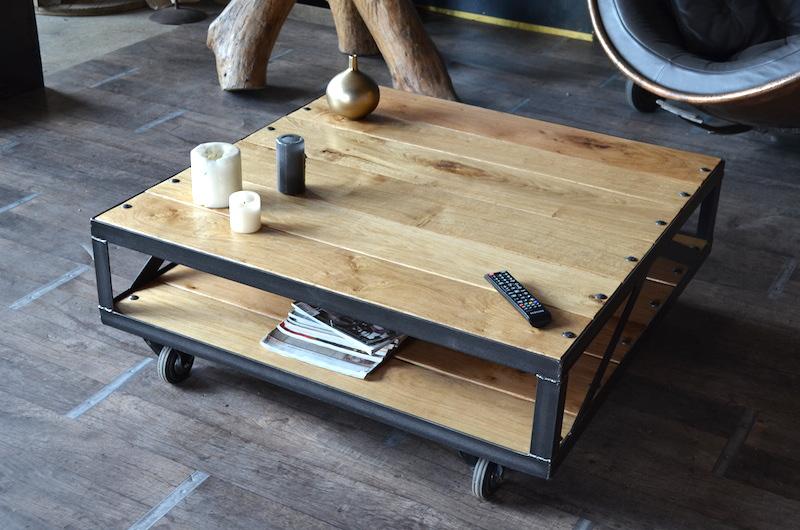 Table basse industrielle avec roulettes