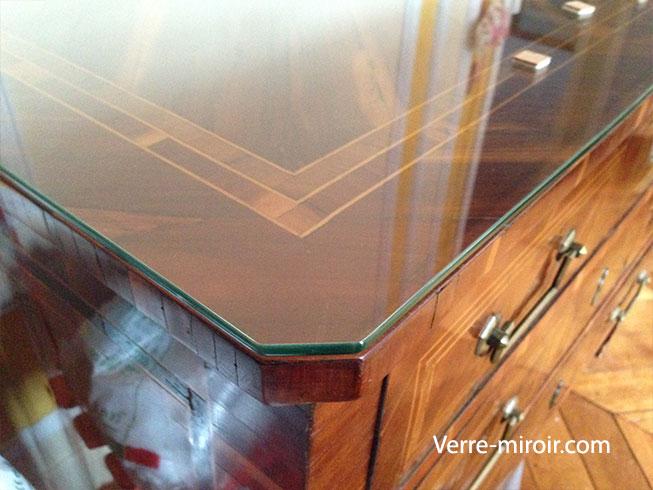 Personnaliser une table basse en verre