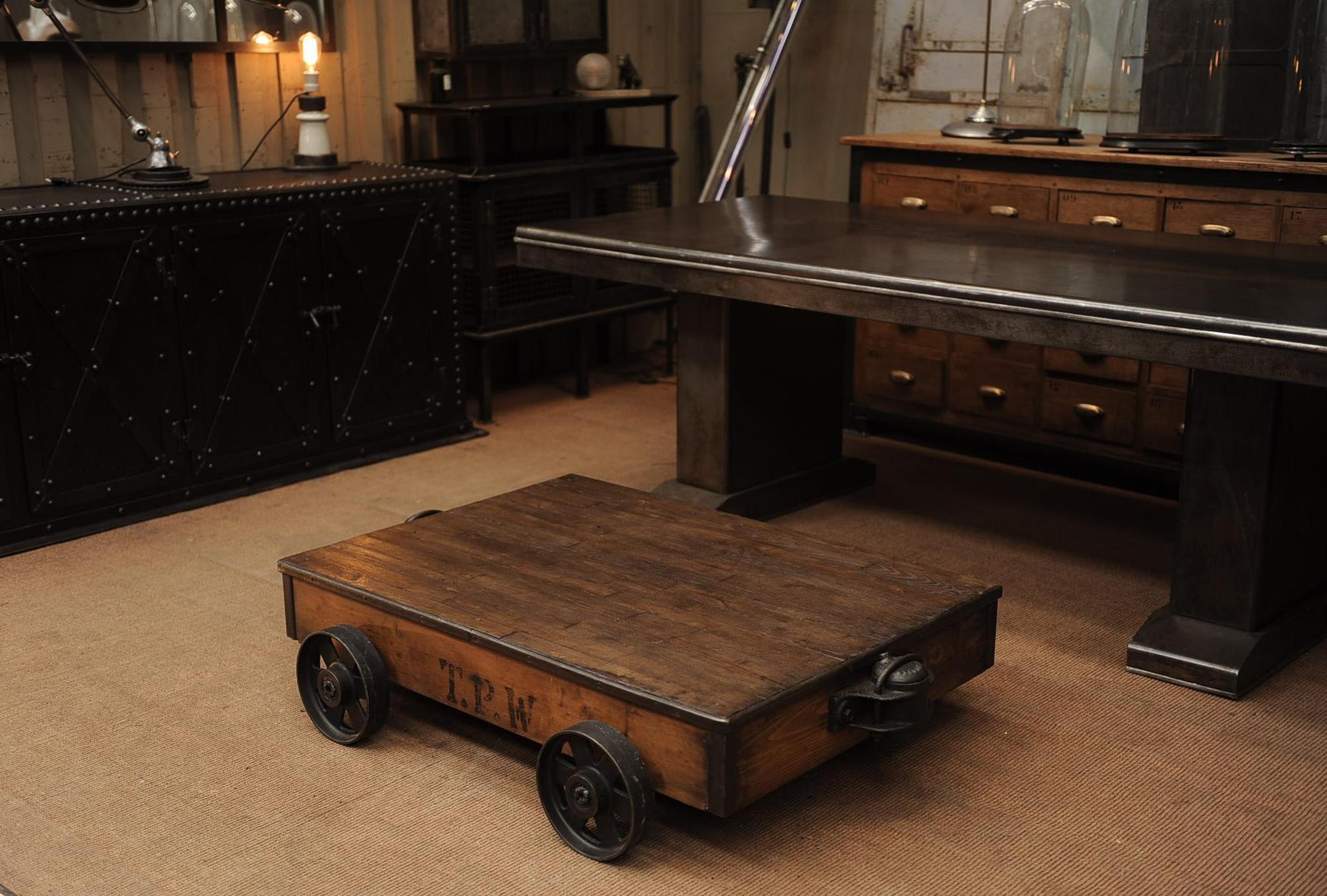 Table basse industrielle wagonnet