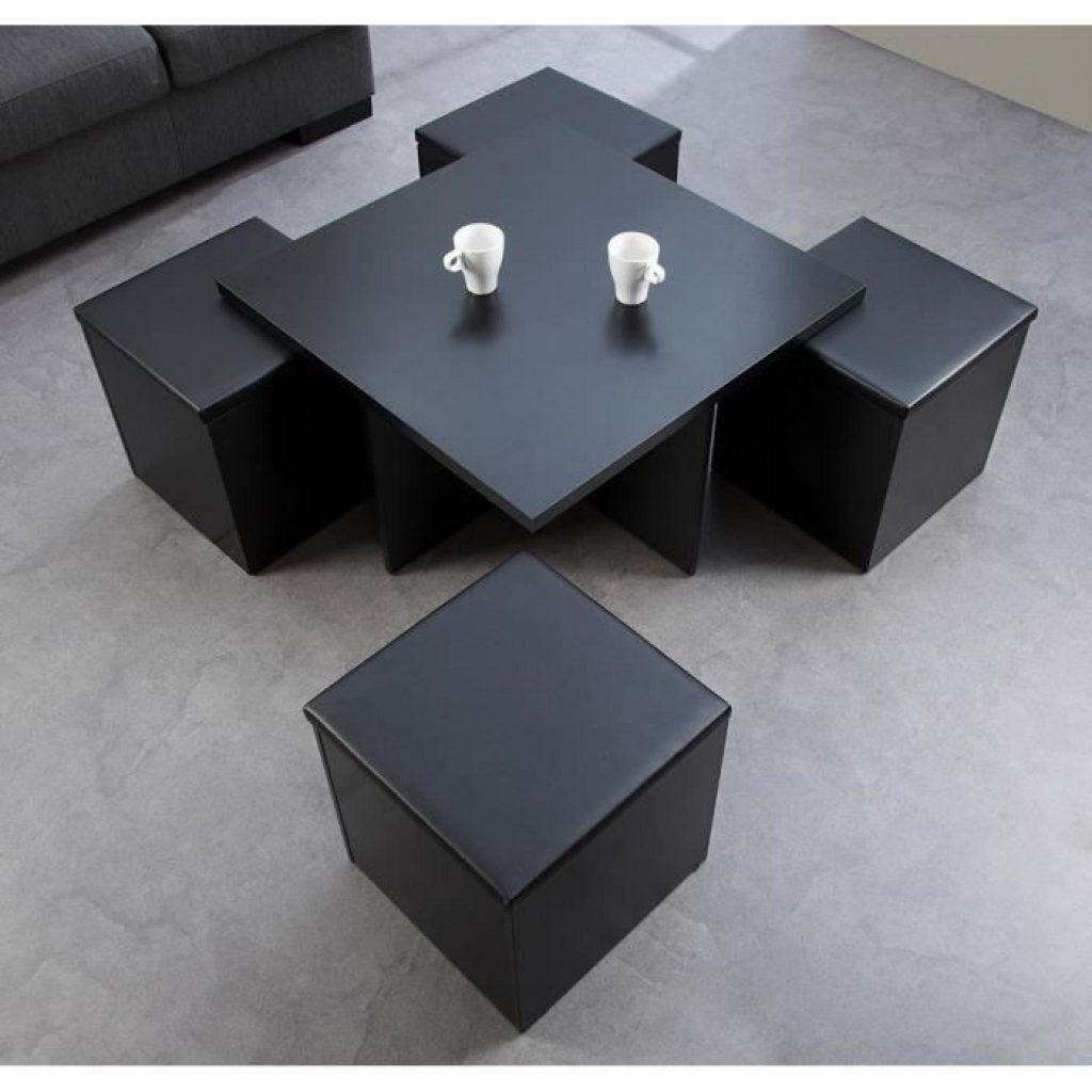 Table basse avec quatre poufs