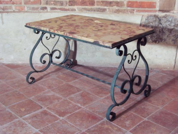 Table basse fer forgé dessus marbre