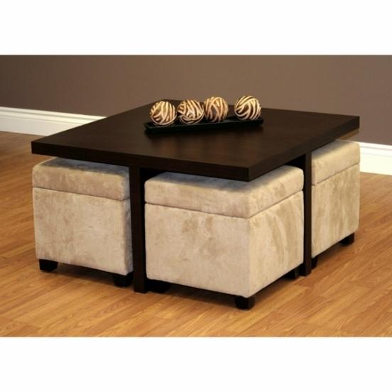 Table basse avec poufs intégrés