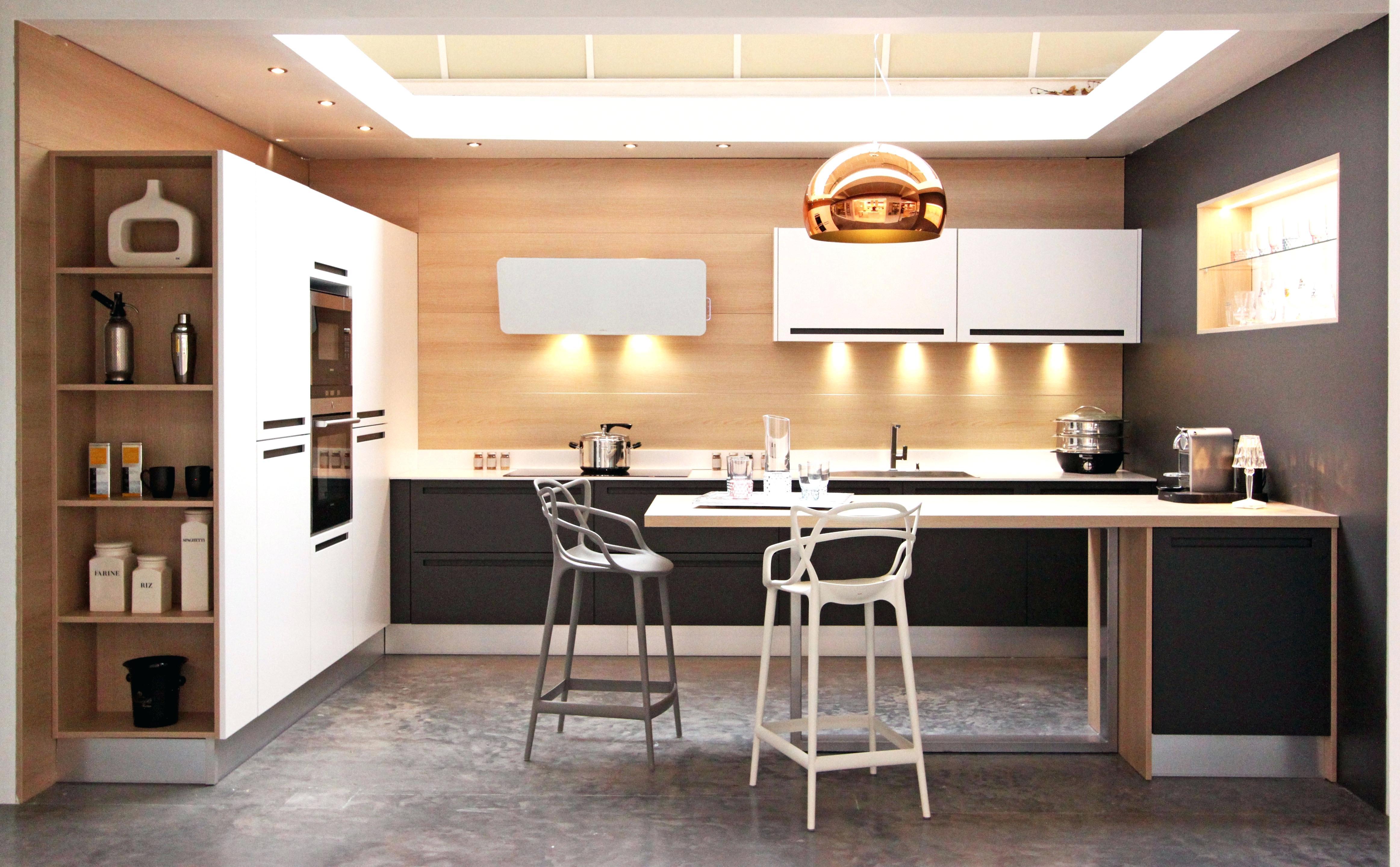 made in design tabouret kartell maison et meuble de maison. Black Bedroom Furniture Sets. Home Design Ideas