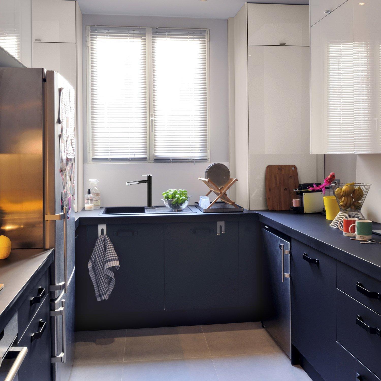 Meuble de cuisine noir et bois